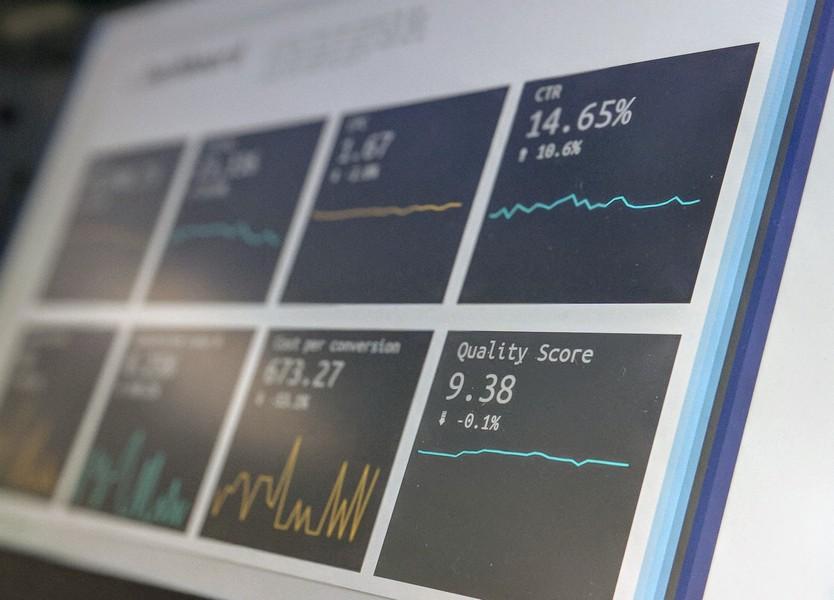 écran d'ordinateur avec données d'analyse