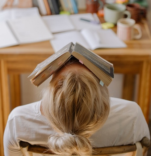 Etudiante fatiguée qui veut arrêter ses études